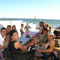 Gutgelaunte ILA Studenten profitieren am Strand